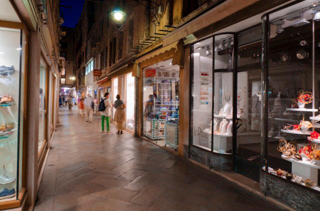 personal shopper in venice venetian shopping expert