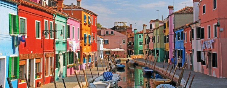 Murano glassblowing and the colorful fishermen island of Burano