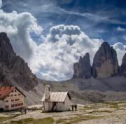 https://en.venezia.net/wp-content/uploads/2020/02/three-peaks-of-lavaredo-hut-1650161_1920-180x177.jpg