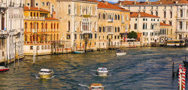 TRANSFER FROM VENICE AIRPORT TO VENICE ISLAND WITH PRIVATE WATER TAXI AND LOCAL HOST