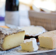 https://en.venezia.net/wp-content/uploads/2020/03/cheese-tray-1433504_1920-180x177.jpg