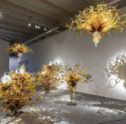 https://en.venezia.net/wp-content/uploads/2021/02/Dale-Chihuly-Laguna-Murano-Chandelier-ph-Enrico-Fiorese-1-180x177.jpg